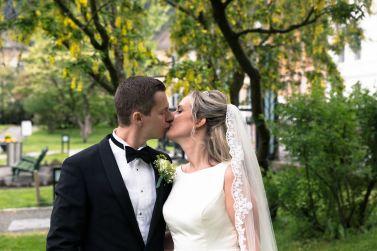 bryllupsfotograf-par-portrett-utendors