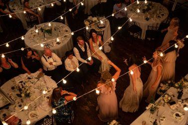 brudepiker-overaskelse-synger