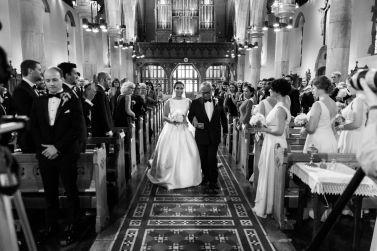 entre-far-og-datter-brud-bryllup-kirke