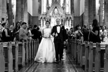 nygift-kirke-prosesjon-bryllup
