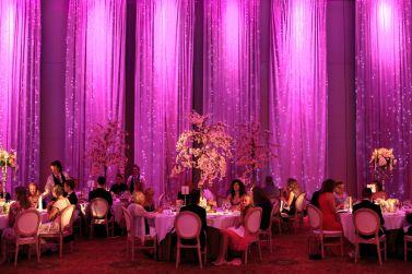 rosa-bryllup-selskap-blomster-dekorasjon